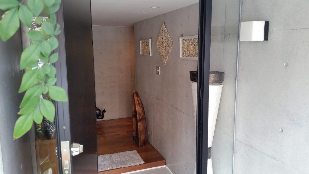 琉球別邸 SPA LARIMAR のサロン入り口